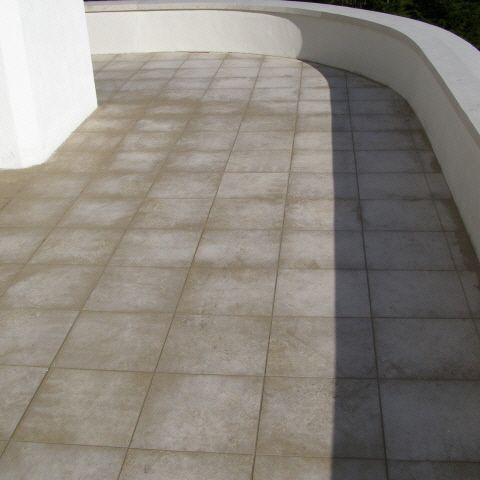 verfärbung eines terrassenbelages - ursachenanalyse